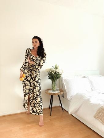 https://www.topshop.com/en/tsuk/product/daisy-print-pleated-bust-dress-9698289